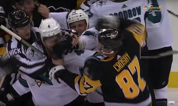 VIDEO: Penguinsin tähdet turhautuivat - Sidney Crosby mätki Dillonia nyrkillä