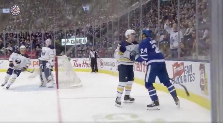 VIDEO: Kasperi Kapanen tiputti hanskat viime yön ottelussa!