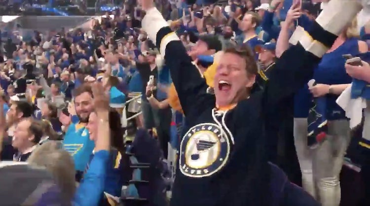 Video: St. Louis voitti mestaruuden Bostonissa - Bluesin kotihallissa uskomattomat bileet!