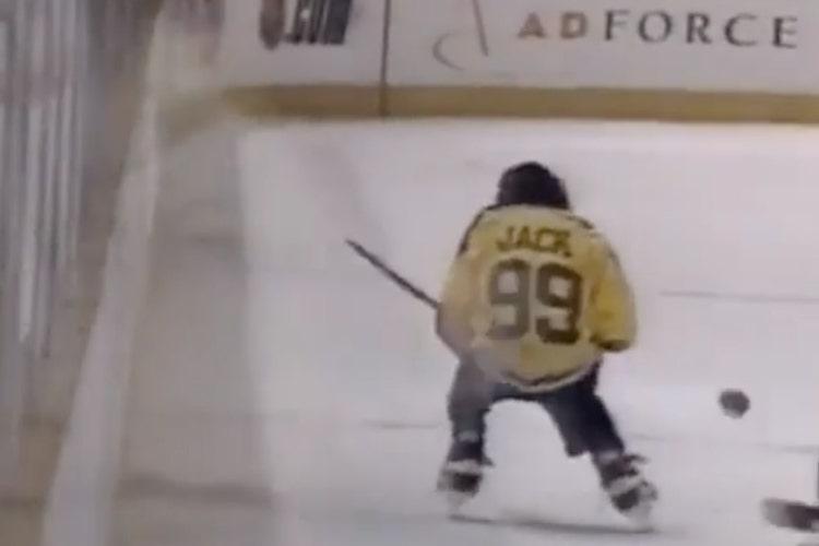 VIDEO: Apina nimeltä Jack pelaa jääkiekko - kyllä, luit oikein