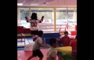 VIDEO: Devilsin maskotti sekosi - juoksi lasten juhlissa ikkunasta läpi