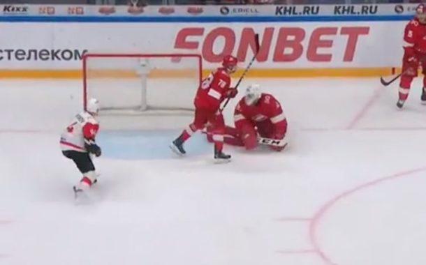 VIDEO: Missasitko? KHL-veskari teki jatkoajalla oman maalin räpylällään