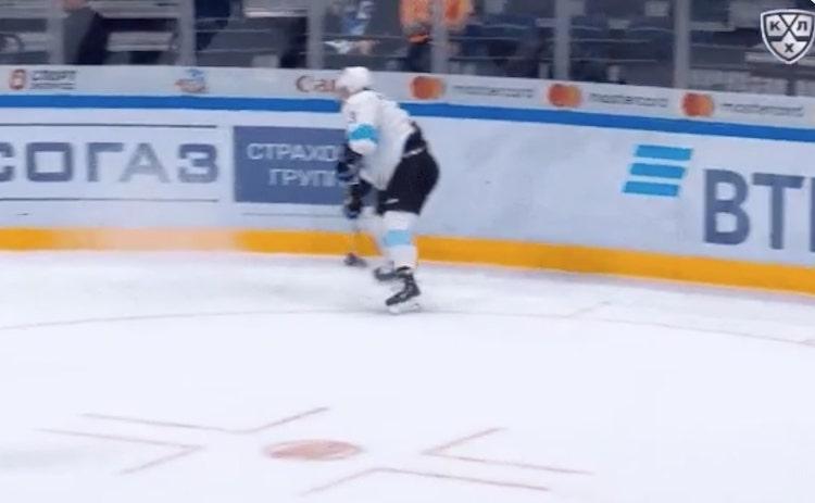 VIDEO: Teemu Pulkkinen laukoi maalin lähes nollakulmasta!