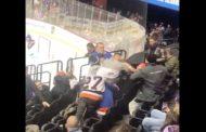 VIDEO: NHL-katsomossa puhkesi raju tappelu - hyökkääjä joutui melkoiseen alakynteen