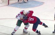 VIDEO: NHL-kauden noloin tappelu? Jopa pelaajat naureskelivat toisilleen