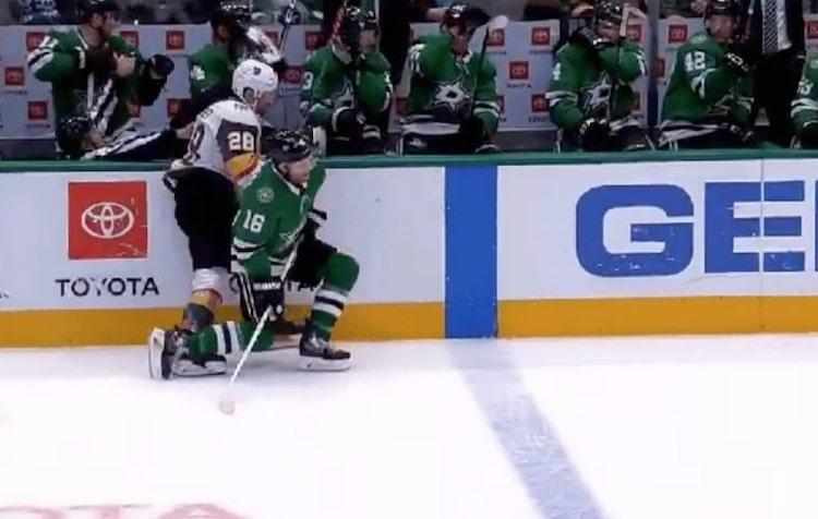 VIDEO: Tuomari taklattiin NHL-ottelussa vaihtopenkin puolelle