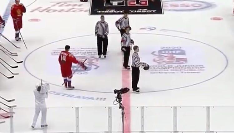 VIDEO: Nuorten MM-kisoissa kuohuu - Kanadan kapteenilta julkinen anteeksipyyntö