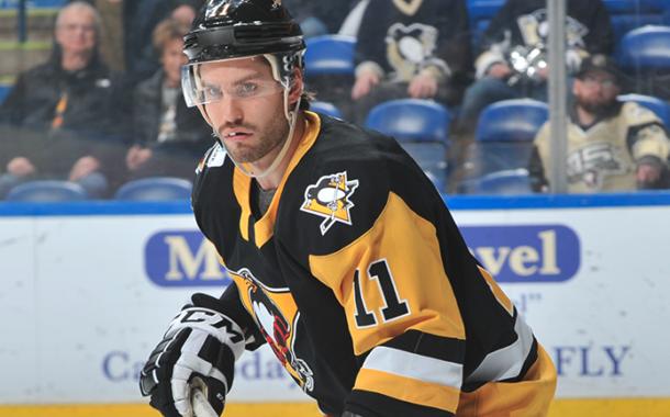 Video: Oula Palve tappeli AHL:ssä - kultaleijona komeassa maaliputkessa