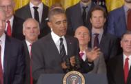 Klassikkovideo: Barack Obama vinoilee Stanley Cupin voittaneelle Kimmo Timoselle
