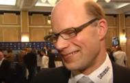 Klassikkovideo: Jussi Saarisen haastattelu menee täysin vihkoon