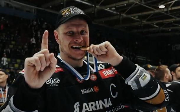 Lasse Kukkonen ripustaa hokkarit naulaan